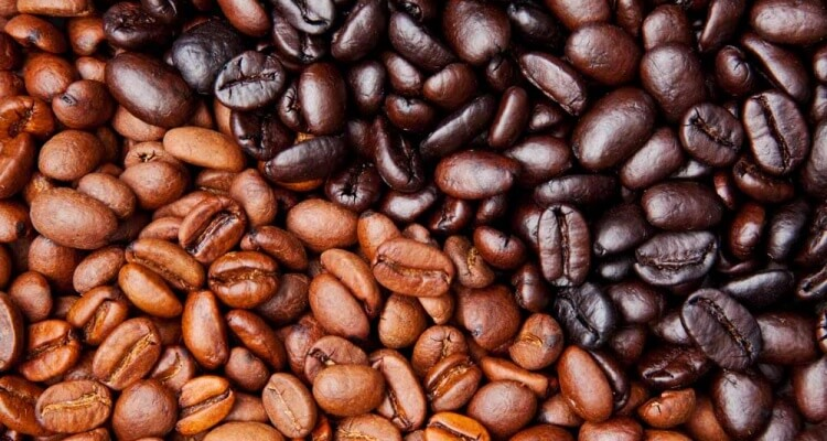 differences between light and dark roast coffee